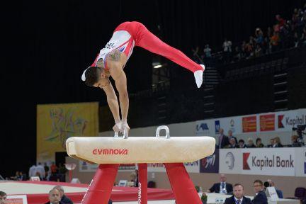 2015_european_artistic_gymnastics_championships_-_pommel_horse_-_louis_smith_02